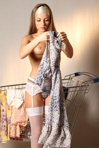 http://img256.imagevenue.com/loc34/th_999683778_tduid300163_MetArt_Entita_Alyssa_A_high_0038_123_34lo.jpg