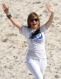 Jennifer Lopez ( Дженнифер Лопес) - Страница 4 Th_98683_Celebutopia-Jennifer_Lopez-The_fourth_annual_Celebrity_Beach_Bowl-06_122_347lo