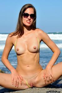 [Image: th_940467932_Silvie_Luca_bikini_pleasure..._509lo.jpg]